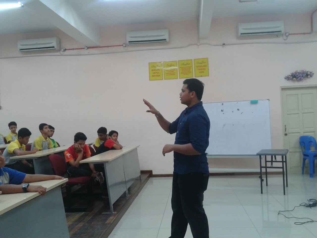 Terima kasih buat saudara Solehin Sulaiman , ketua pelajar tahun 2011 , atas kesudian beliau hadir ke SDAR untuk bersama – sama dengan adik – adik Projek Khas.