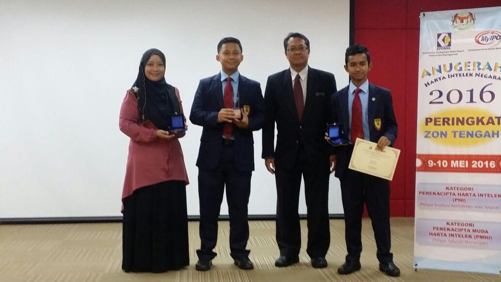 Tahniah buat pasukan Rekacipta SDAR yang telah berjaya meraih tempat ketiga dalam pertandingan Anugerah Harta Intelek Negara 2016 peringkat zon tengah.  Majlis penyampaian hadiah telah diadakan di ibu pejabat MyIPO bangsar KL.