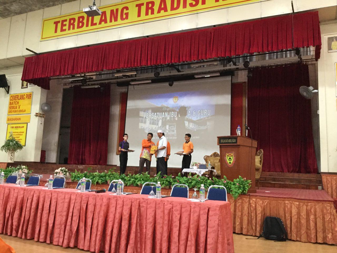 Selesai sudah mesyuarat Agung PIBG KE-37 . Mesyuarat ini telah dirasmikan oleh YBHG  Datuk Azhar B Wahab, NYDP SDARA. Terima kasih diucapkan kepada  ibu bapa yang telah sudi hadir ke mesyuarat Agung PIBG kali ini.